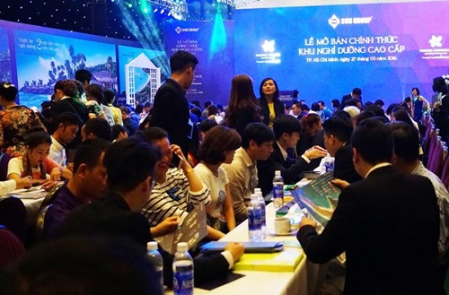More than 500 local and international investors attend Sun Group sale event in HCM City on March 27. — VNS Photo