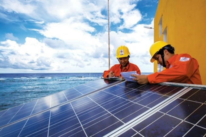 Workers check solar panels of a project in Vietnam. Photo by VnExpress/Annie Le